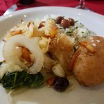 Lascas de Bacalhau, arroz de brócolis, couve, cebola.