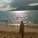 Lindo reflexo do sol no mar