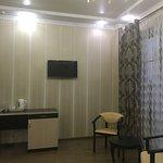 Прекрасная атмосфера. Красиво оформленные комнаты, находиться в номере приятно. Есть кондиционер