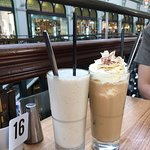 アイスコーヒー(5.6$)とスムージー(7.2$)