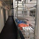 Couloir devant nos secondes chambres avec nouveaux matelas peu protégés