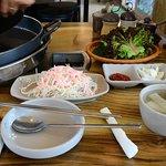 小菜+冷湯及生菜葉
