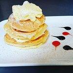 Pancake con crema alla vaniglia e cannella