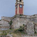 Вид на башню с часами