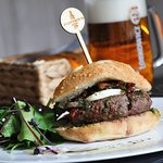 Burger di manzo allˇitaliana