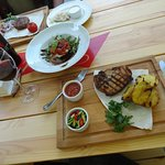 Бифштекс из баранины; кутаб; салат с печеным перцем,баклажанам,моцареллой, свиная корейка на гри