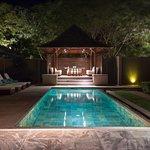 Pool und Pavillon der Family Villa