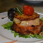 Burger de canrd confit au foie gras en écaille de pomme de terre