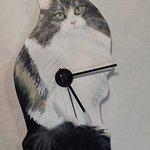 Orologio da parete in legno tagliato e dipinto a mano.scegli formato e sagoma oltre al dipinto!