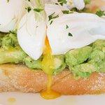 Smashed avocado & poached Eggs