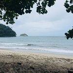 La playa junto al hotel. La comida y las excelentes vistas.