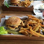 Supreme Burger Grill & Bar照片