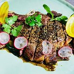 Vous voyagerez en dégustant cette belle côte de bœuf au poivre de Kampot, sauce Angus ! 👌
