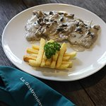 Scaloppine di Vitello - veal escalope, fried potato, mushroom sauce