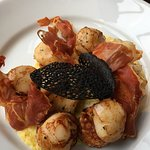 Scallops with prosciutto and a squid ink crouton