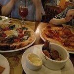 ポテトフライとピザ2種類