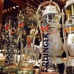 Variedad de cervezas artesanales nacionales e importadas