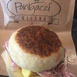 Panino con omelette doppia fontina pancetta salsa rosa...buonissimo