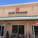 صورة فوتوغرافية لـ Rocky Mountain Quilt Museum