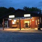 Фотография Denny's Beer Barrel Pub