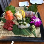 sashimi w/salmon, hamachi belly, big eye tuna & hirame.