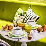 Buffet Breakfast / Petit Déjeuner Buffet
