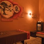 Sala de parejas con 2 camillas Thai