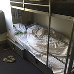 10 beds male only shared room, clean sheets, locked box