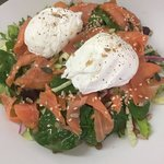 Smoked Salmon Poached Egg Salad @coffii22