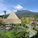 Blick von der Balustrade zum Gunung Lawu
