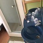 Ванные принадлежности в стоимость номера не входят