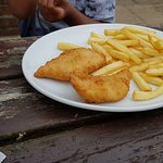 Childs portion chicken nuggets and chips