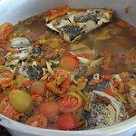 Ada tomat dan cabecabean bikin sop kepala ikan asem seger pedas