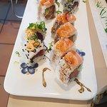 uramaki double salmon e spicy tuna