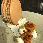 Gigantic macaroon, with honeycomb and vanilla cream