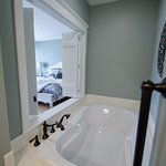 Riverfront room 105 jetted tub