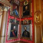 Знатные царственные особы,бывающие в гостях во дворце