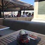 Un dessert rafraîchissant sur la terrasse du Café de Paris Saint Tropez