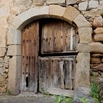Puerta de piedra en Fermoselle