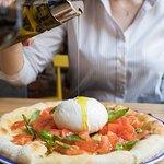 Фокачча с бурраттой, томатами и базиликом / Foccacia with Burratta, Fresh Tomatoes and Basili