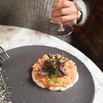 Тар-тар из лосося с копчёной брынзой / Salmon Tartar with Smoked Bryndza