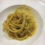 Chitarrina, colatura di alici, datterini gialli e pesto di pistacchi al basilico