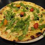 Une de nos pizzas cuites au four à bois