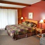 Cottage Room, queen bed