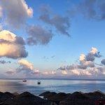 黑海滩照片