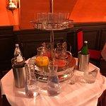 שולחן המיצים והמים