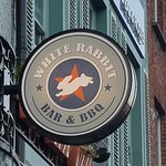 Photo de White Rabbit Bar & BBQ