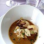 Oeufs pochés, crème de foie gras et médaillons de foie gras poêles