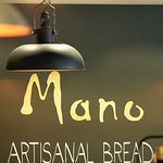 Mano artisanal bread