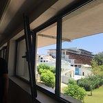 окно в корредоре